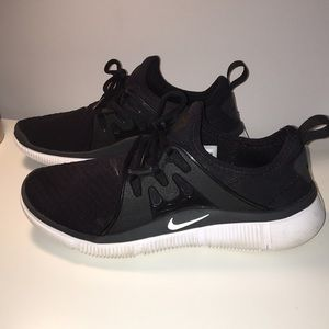 Nike Acalme Sneakers Black and White